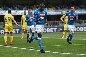 Napoli gana y retrasa coronación de Juventus en Italia
