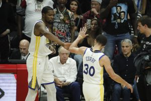 Warriors eliminan a Clippers, esperan a Rockets en 2da ronda