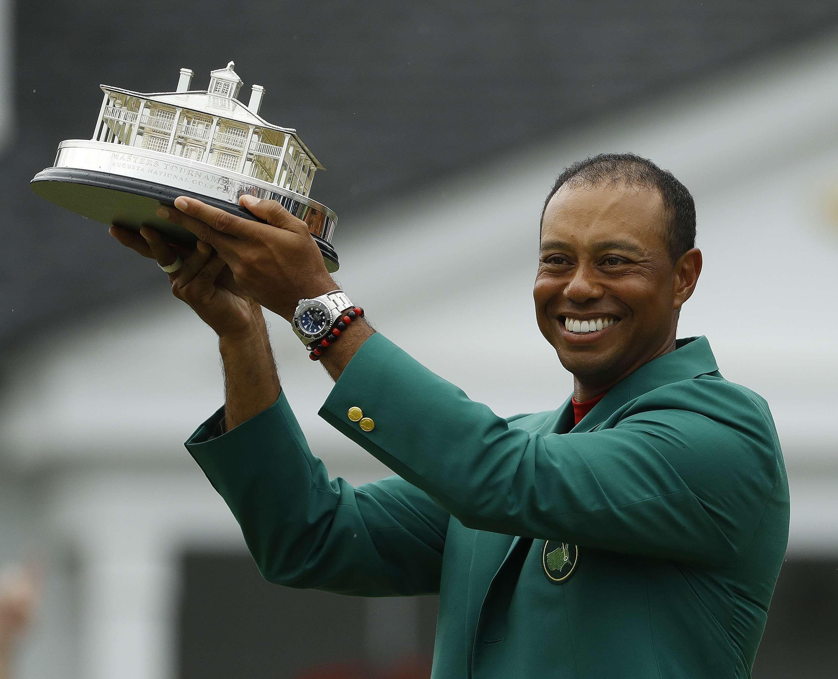 La industria del golf espera un alza tras victoria de Woods
