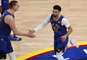 Nuggets vapulean a Spurs y están a un triunfo de avanzar