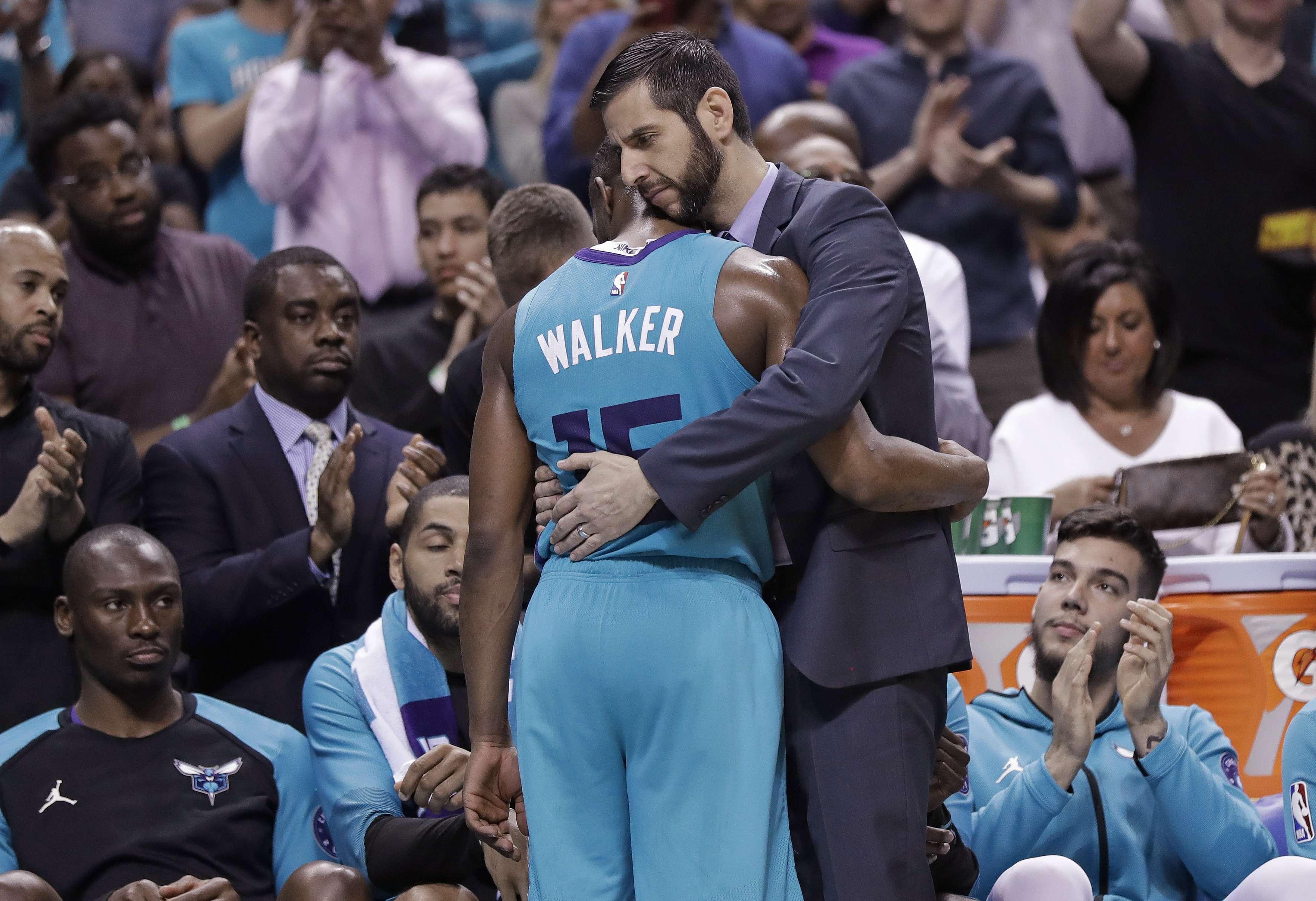 Walker hace 43 puntos en probable adiós; Hornets, eliminados