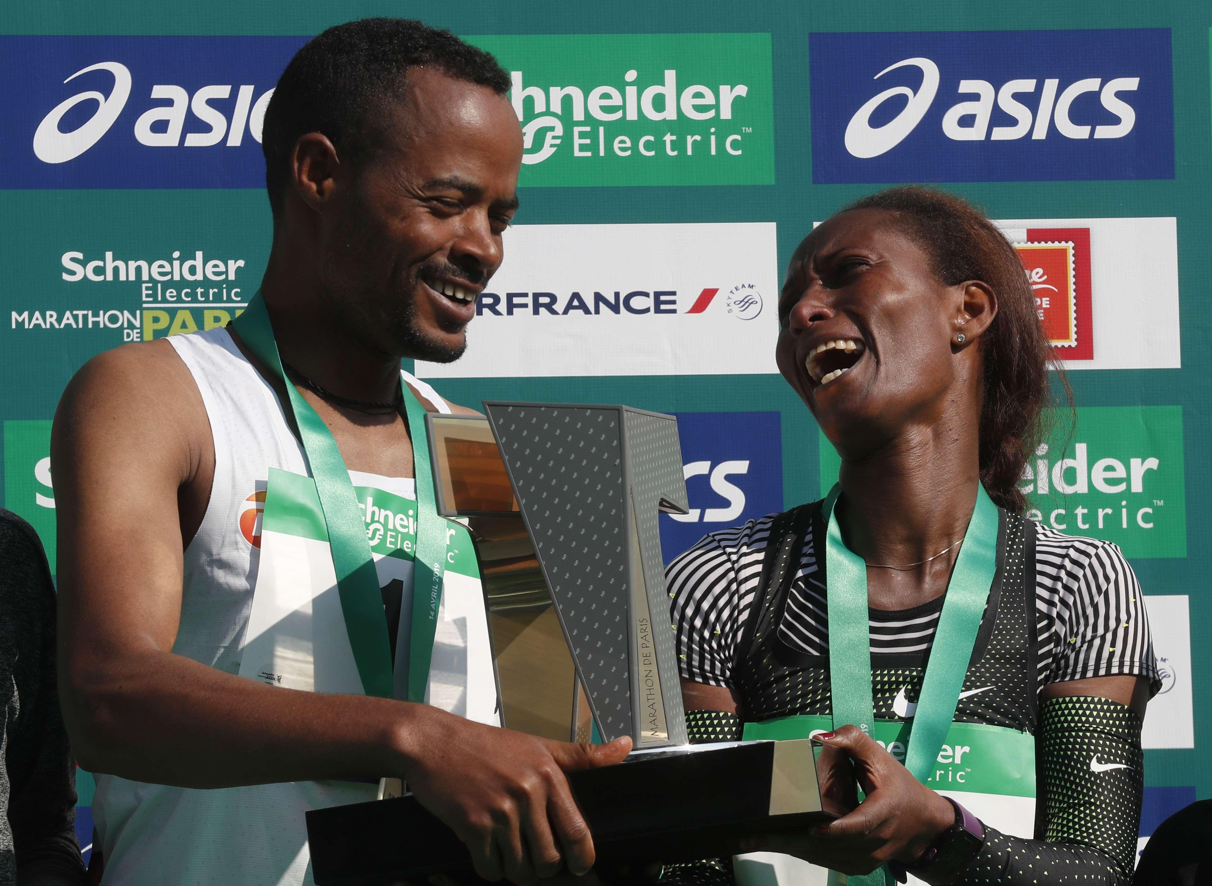 Etíopes arrasan en Maratón de París