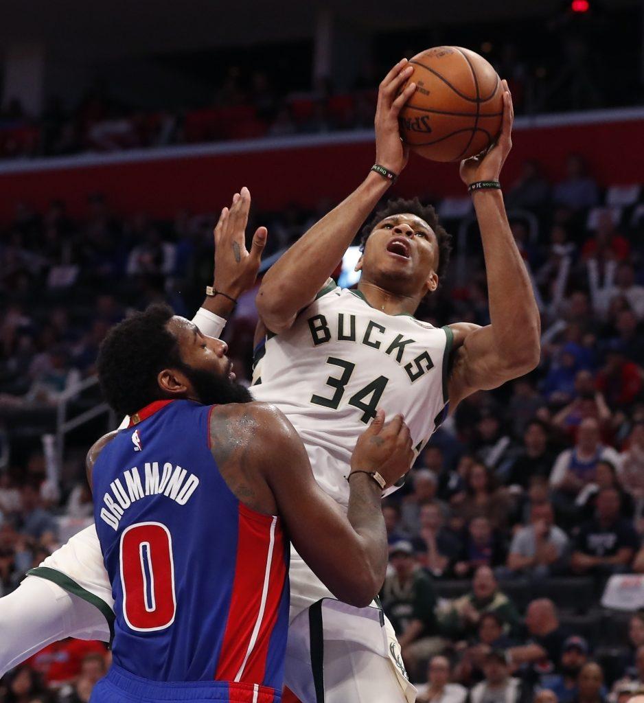 Bucks avanzan en playoffs por primera vez en 18 años