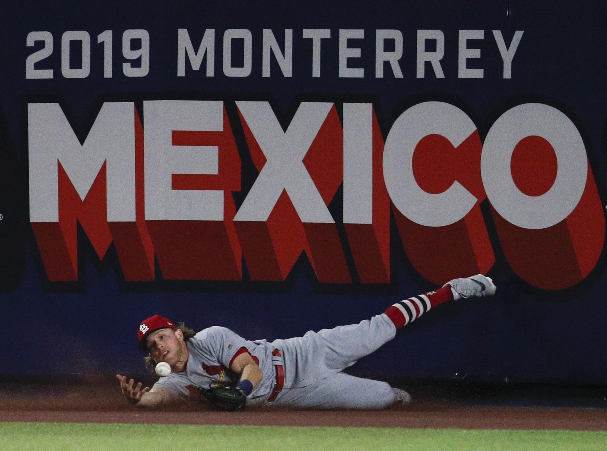 Rojos derrotan a Wainwright y Cardenales en México