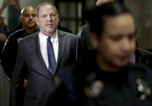 Juez aprueba demanda de tráfico sexual contra Weinstein