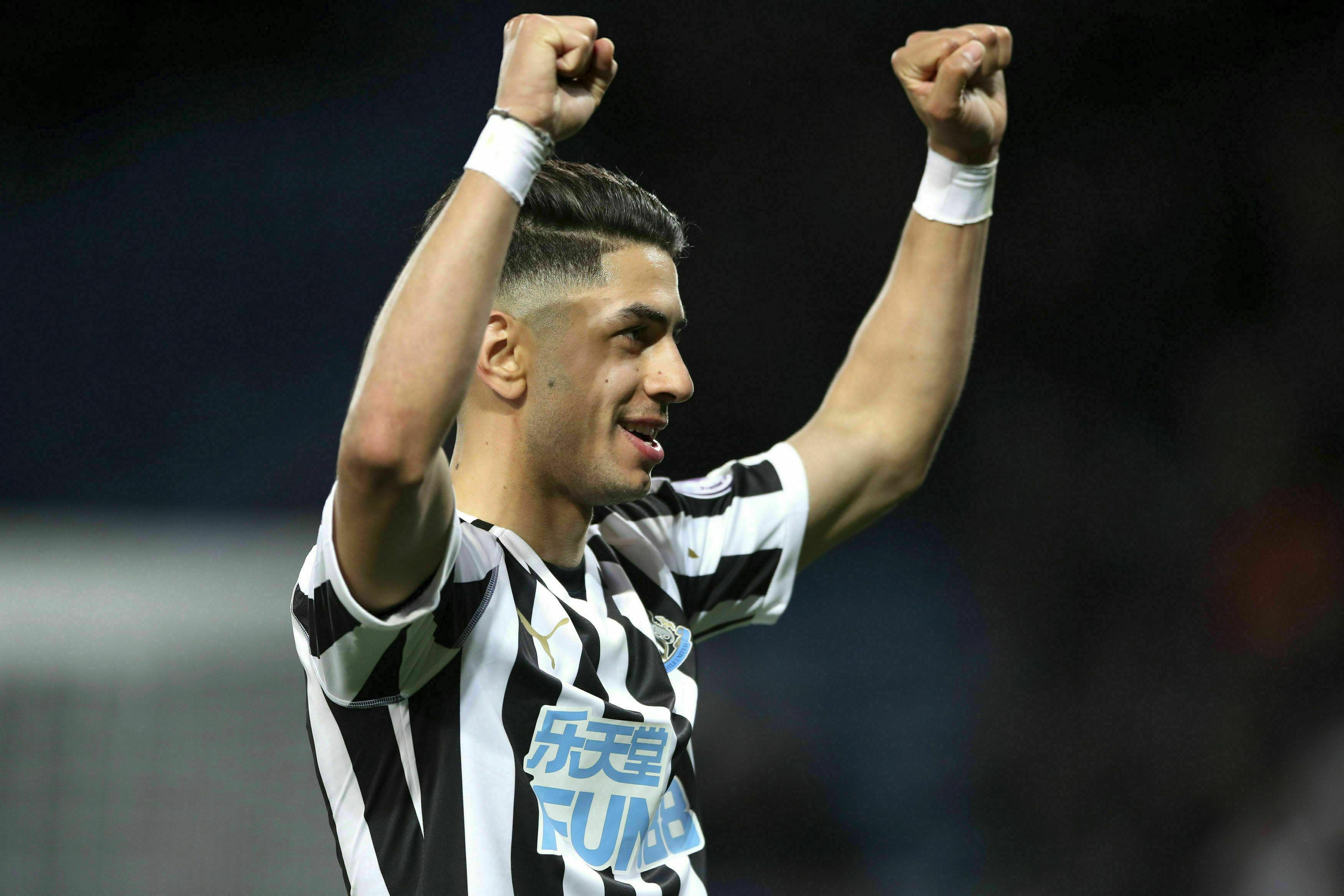 Newcastle derrota a Leicester y se aleja del descenso