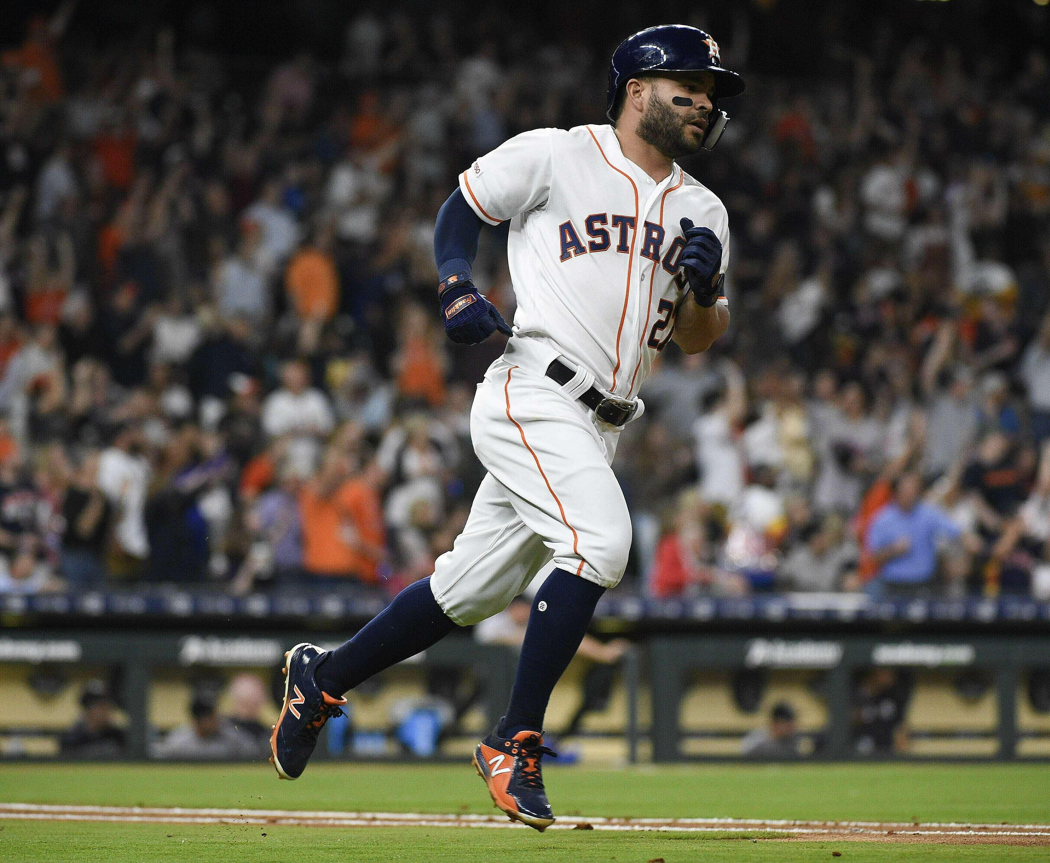 Altuve pega su 100mo jonrón, Astros se imponen a Yanquis
