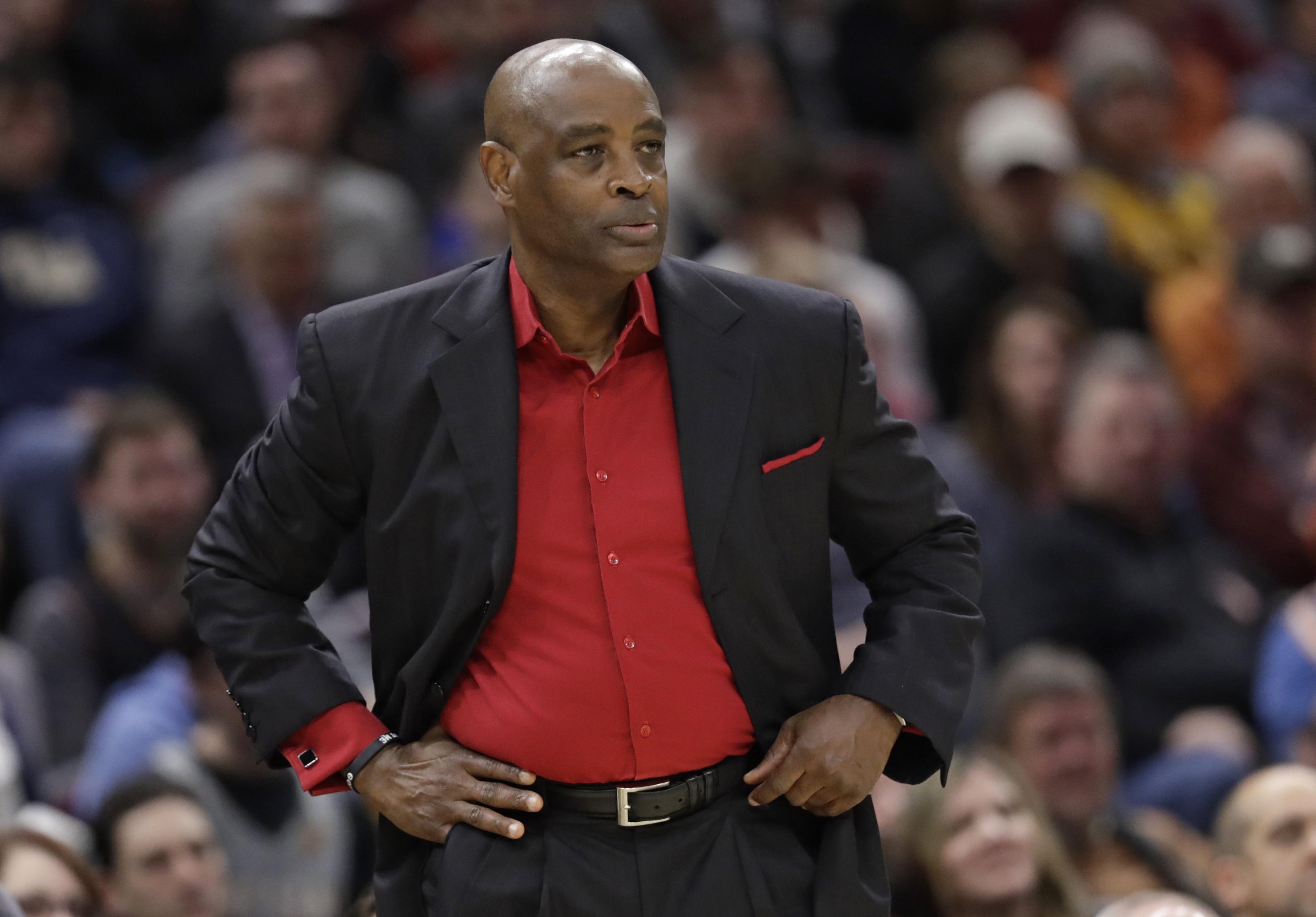 En plena reconstrucción, Cavaliers rompen con su entrenador
