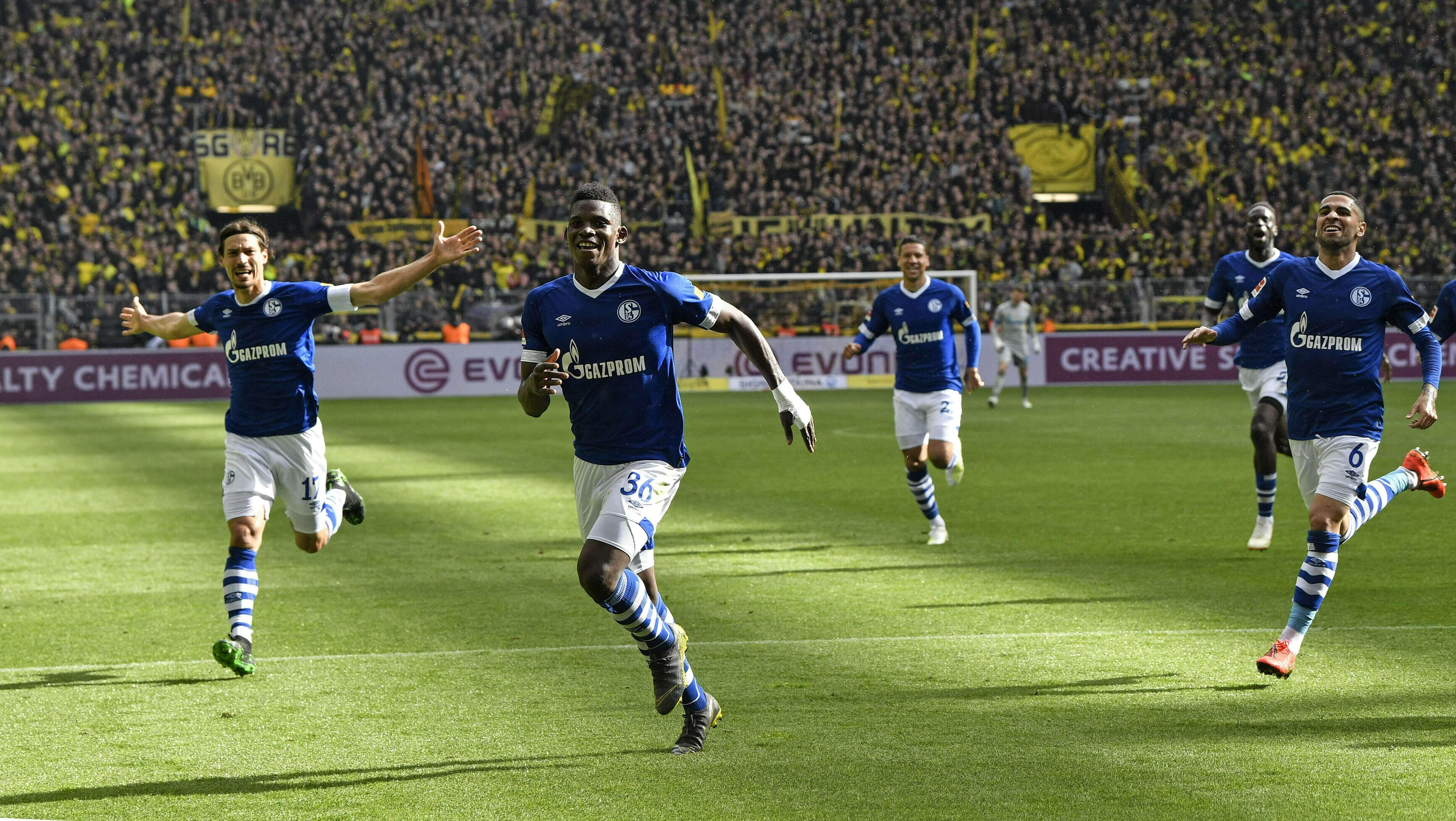 Dortmund, con 9 hombres, cae 4-2 ante Schalke