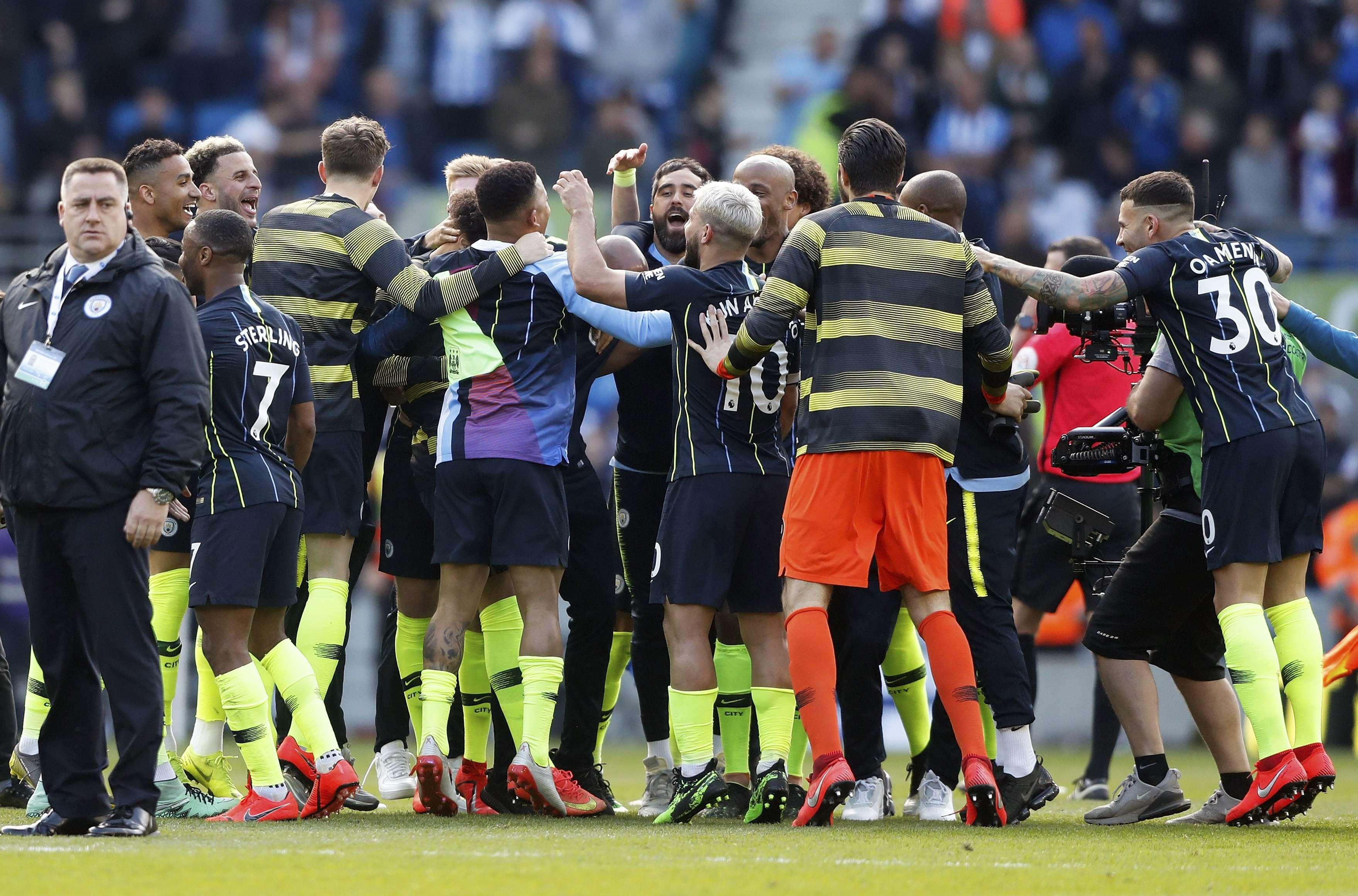 Manchester City retiene título de la Liga Premier