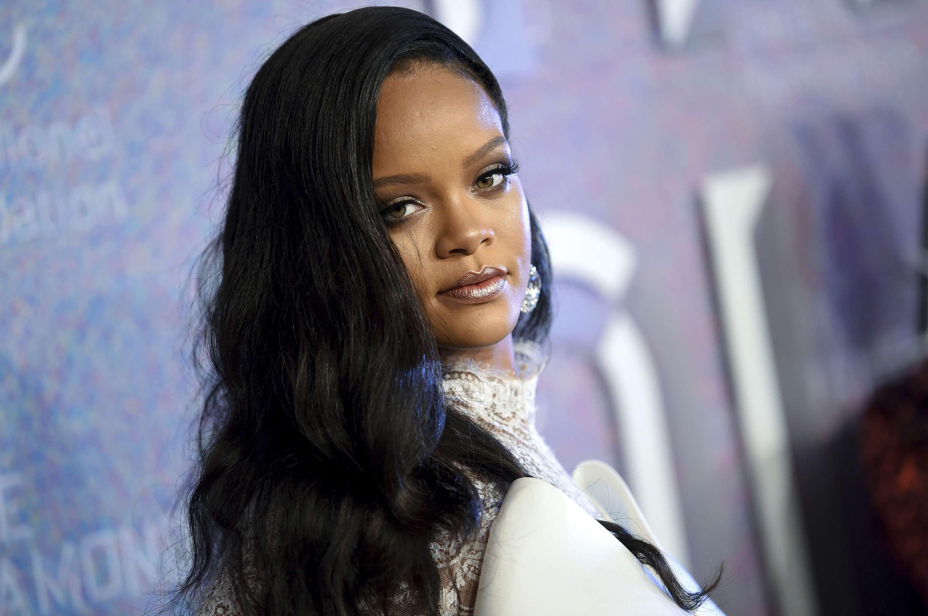 Rihanna lanzará línea de ropa con LVMH
