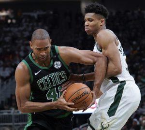 Irving y Horford ponen adelante a Celtics ante Bucks