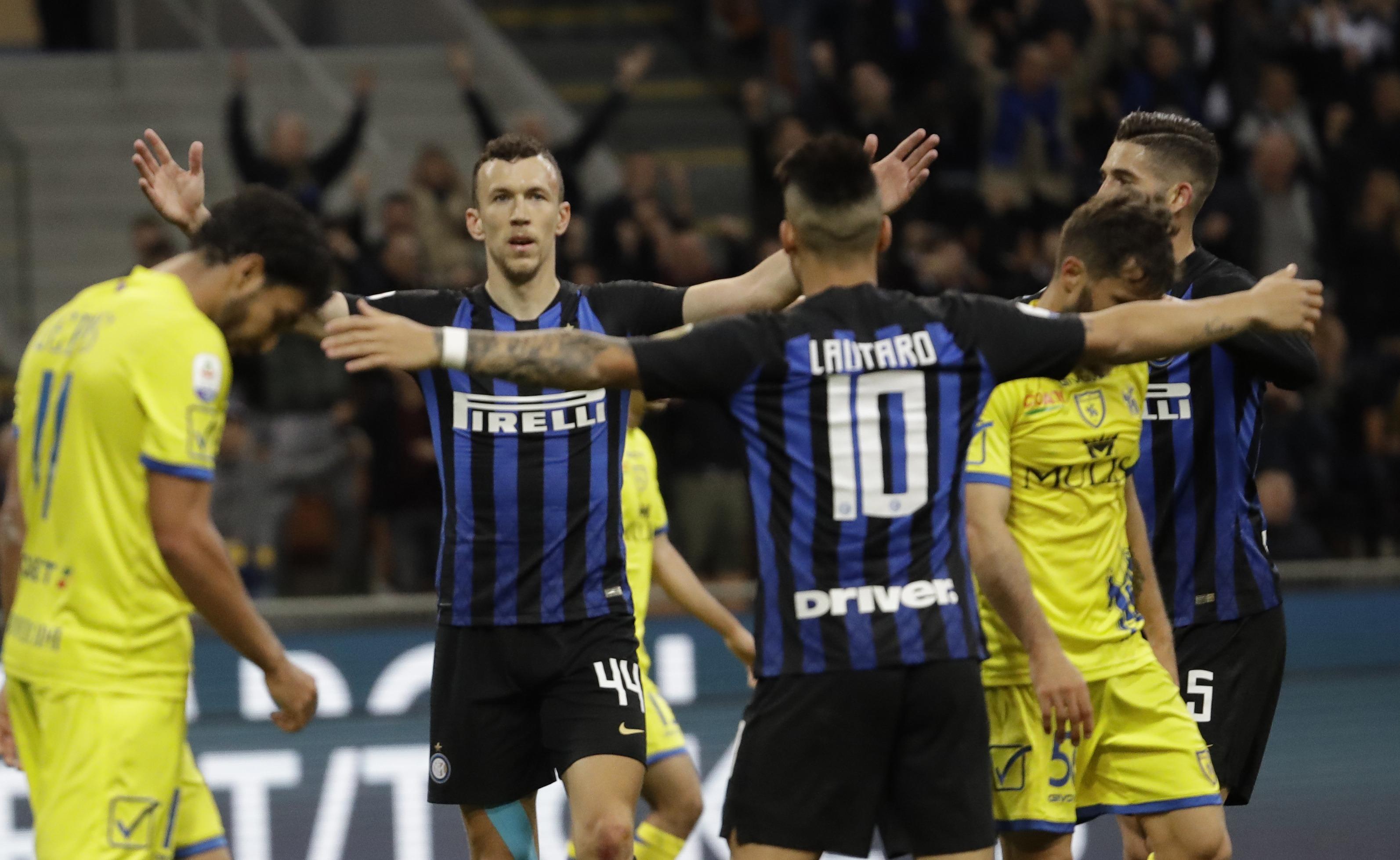Inter vence a Chievo y se aproxima a la 'Champions'