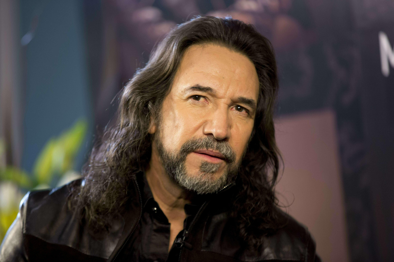 Marco Antonio Solís canta con sus hijas Marla y Alison