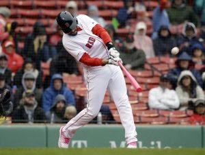 Con jonrones de Martínez y remolcadas de Chavis, Boston gana