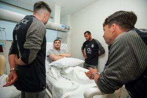 Herrera, Corona y compañeros del Porto visitan a Iker Casillas