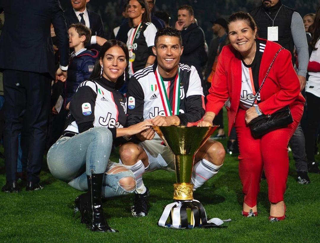 Cristiano Ronaldo golpea a su hijo con trofeo de la Serie A