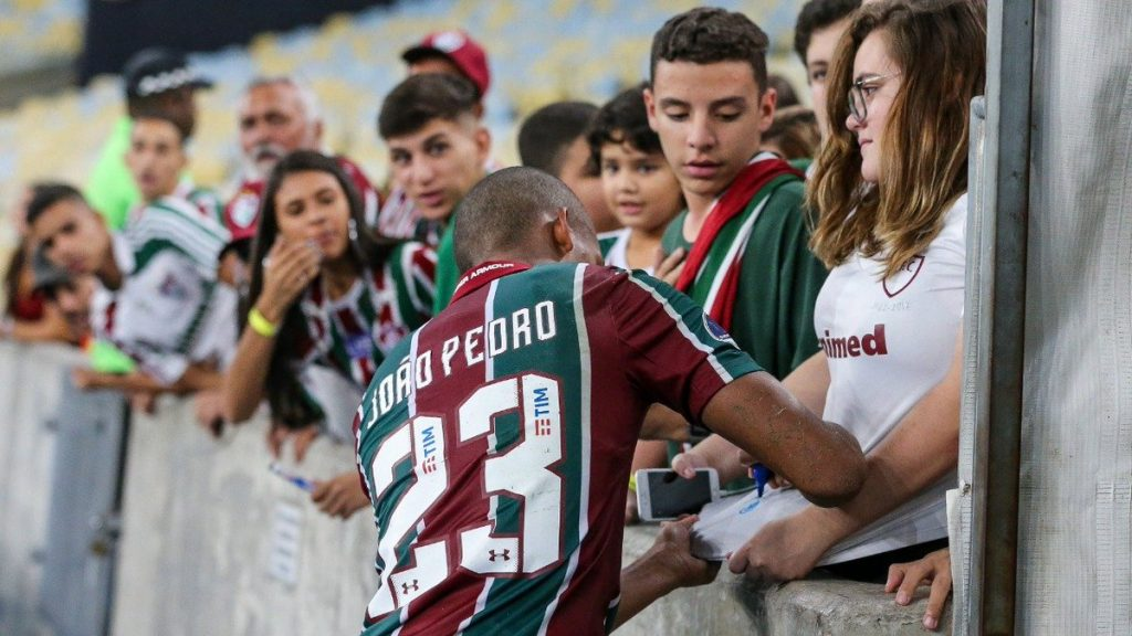 Joya brasileña ya supera a Ronaldo y Neymar