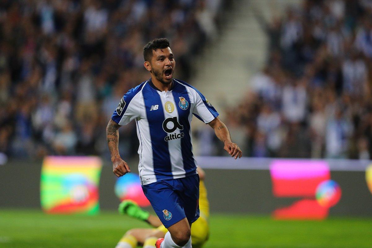 Tecatito Corona se encuentra con el gol en la victoria del Porto