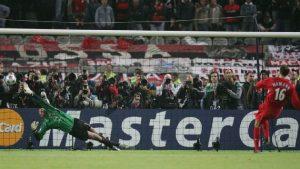 Héroe de Liverpool en Champions enfrenta cargos por agresión
