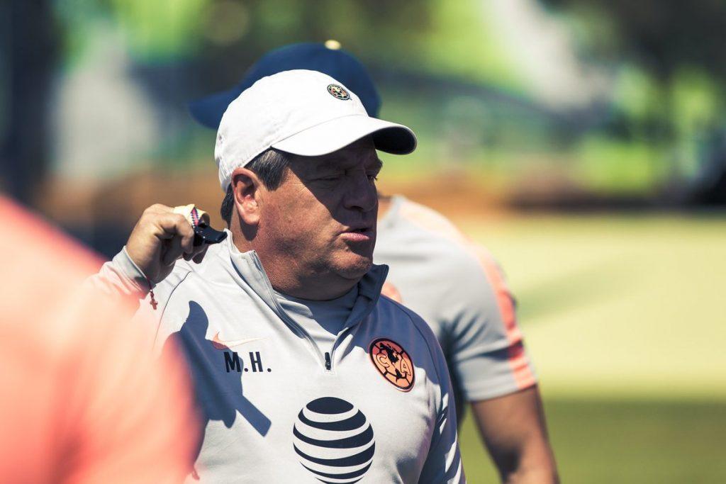 'Oribe Peralta no es referente de América': Miguel Herrera