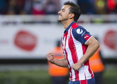 Oswaldo Alanís es presentado oficialmente con Chivas