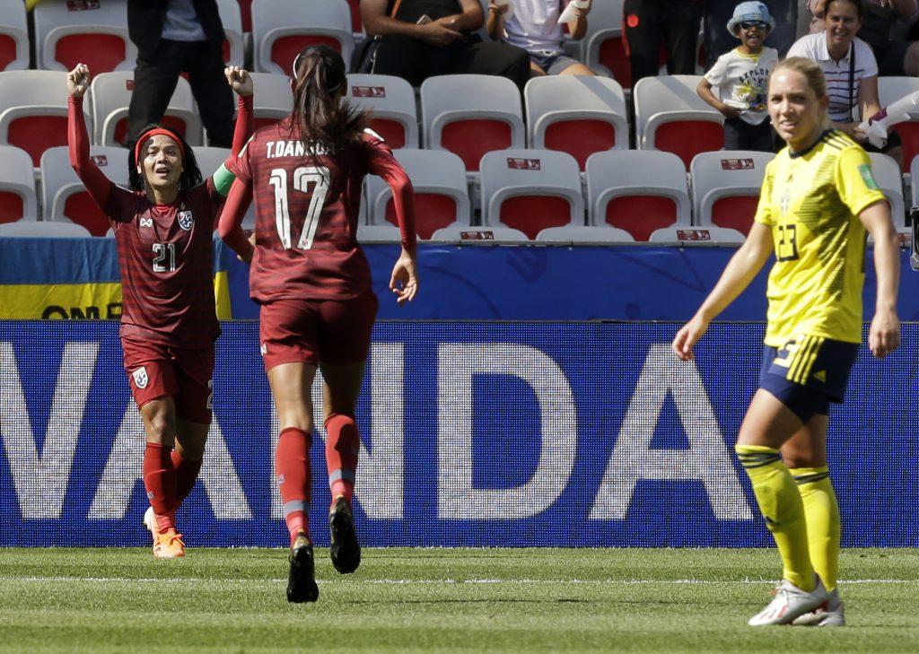 Tailandia anota 1er gol de Mundial en derrota contra Suecia