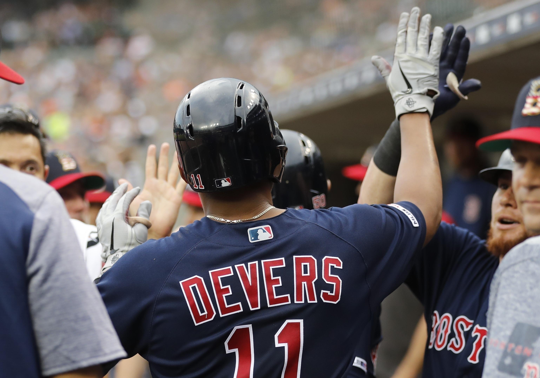 Bogaerts y Devers conectan jonrones para Boston