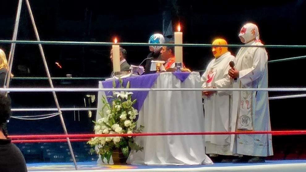 """Luchadores y familia recuerdan a """"Paco"""" Alonso en Arena México"""