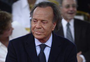 Juez falla a favor de hijo no reconocido de Julio Iglesias