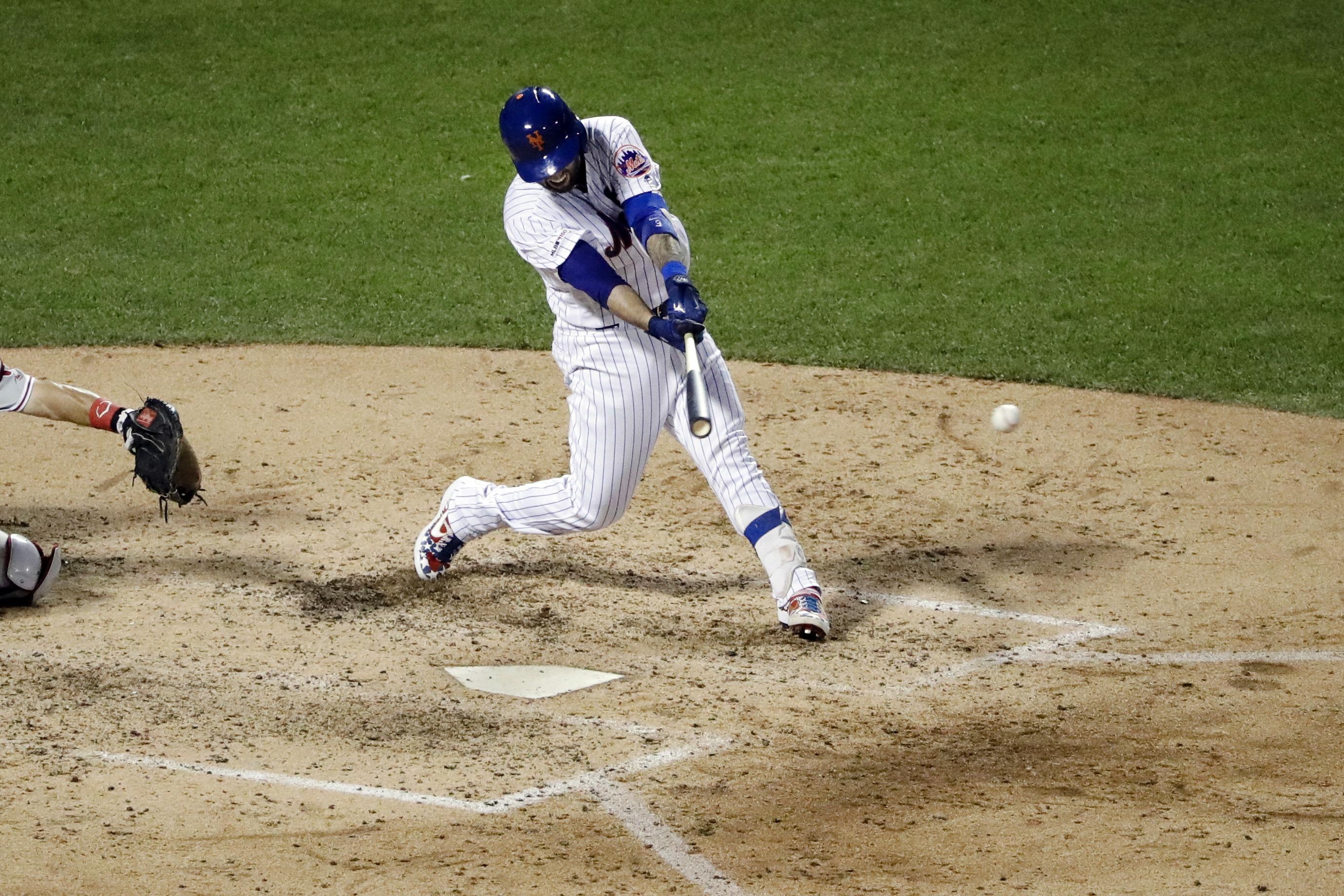 Nido comanda ofensiva de Mets en triunfo sobre Filis