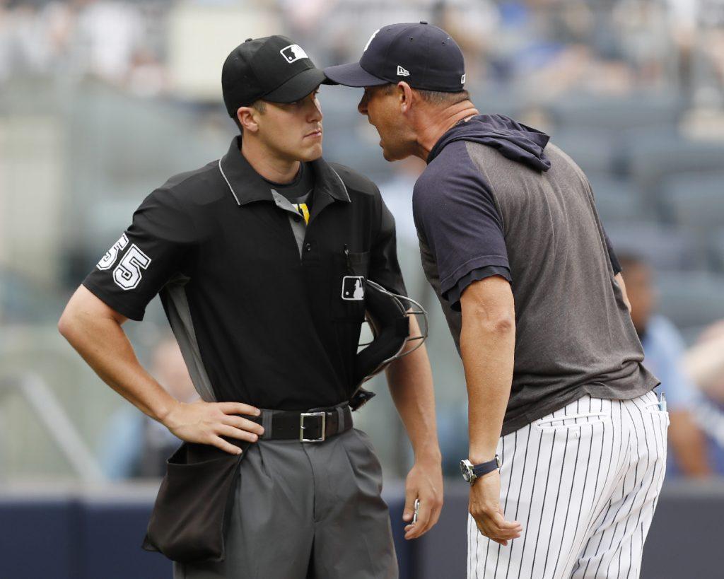 Boone enfurece con umpire, durante triunfo de Yanquis