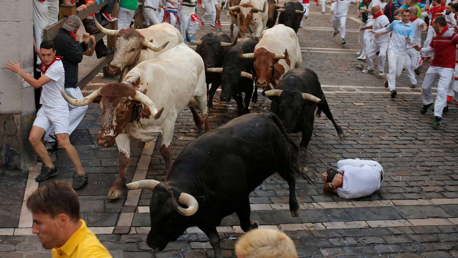 Quinto encierro de Sanfermines deja un herido por asta de toro