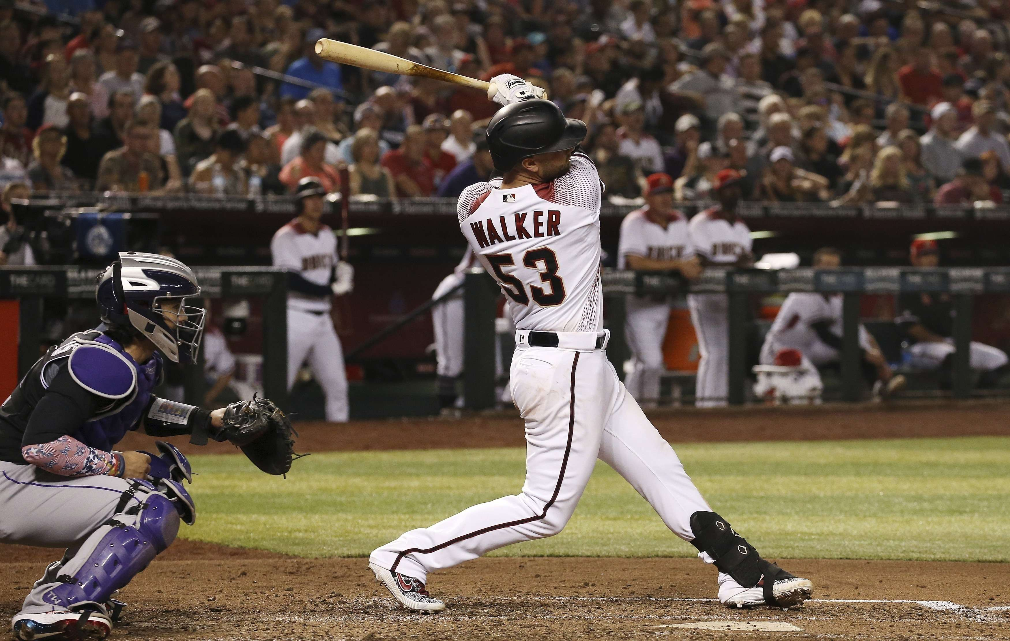 Walker pega dos jonrones, Diamondbacks blanquean a Rockies