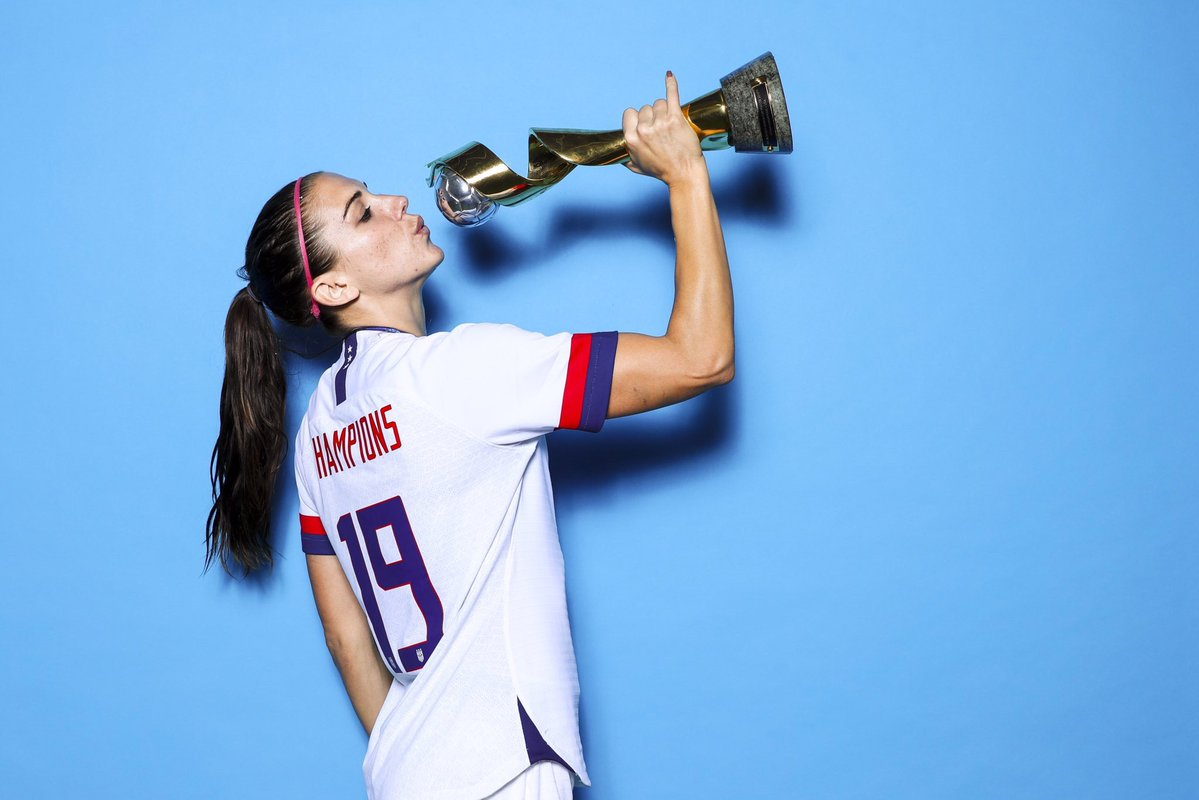 Así celebró Alex Morgan en el vestuario tras ganar el Mundial Femenil 2019