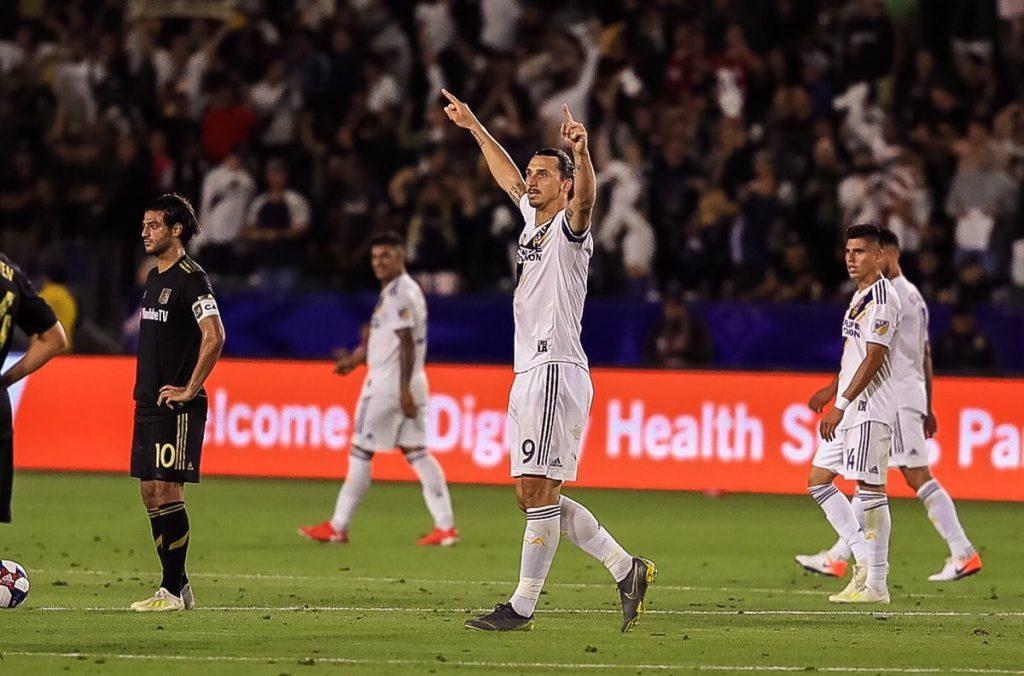 Zlatan Ibrahimovic vence a Carlos Vela en el Derby de Los Ángeles