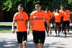 Hirving Lozano se recupera y podría estar con el PSV en la Champions League