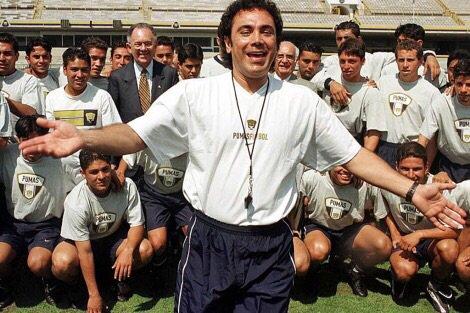 La Liga festeja a Hugo Sánchez en su cumpleaños 61