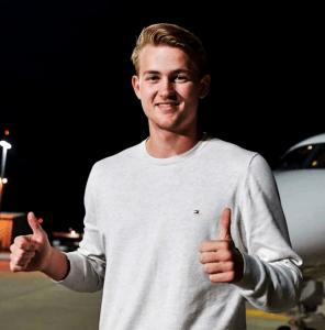Matthijs de Ligt es oficialmente nuevo jugador de la Juventus