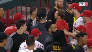 Reds de Cincinnati y Pirates de Pittsburgh protagonizan épica pelea en la MLB