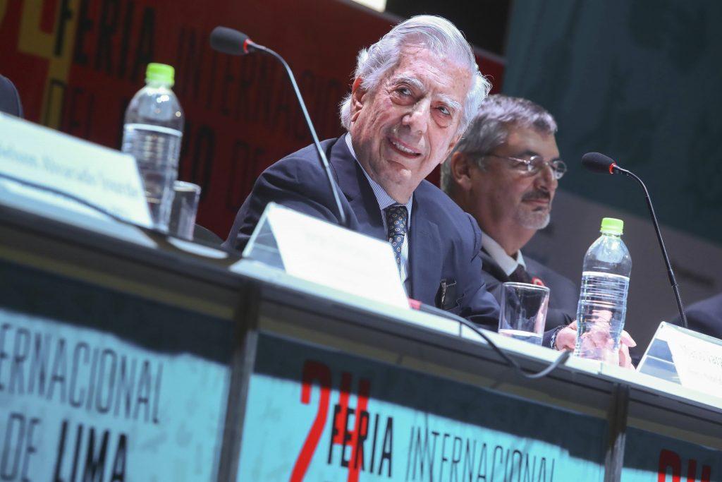"""Vargas Llosa: """"No permitir que pantallas derroten a libros"""""""