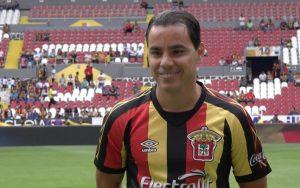 Omar Bravo podría regresar al fútbol profesional con los Leones Negros