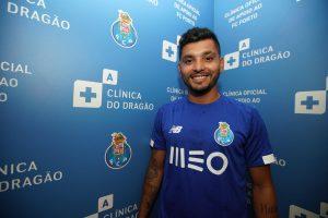 Triplete del 'Tecatito' Corona en pretemporada del Porto