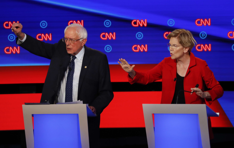 Aspirantes demócratas chocan por Medicare en su debate