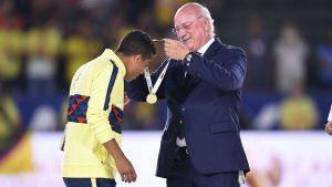 Giovani dos Santos recibe primera medalla con América sin minutos de juego
