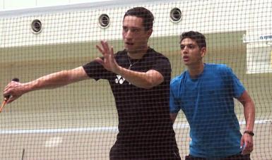 Badmintonista Andrés López con experiencia europea va por podio a Lima