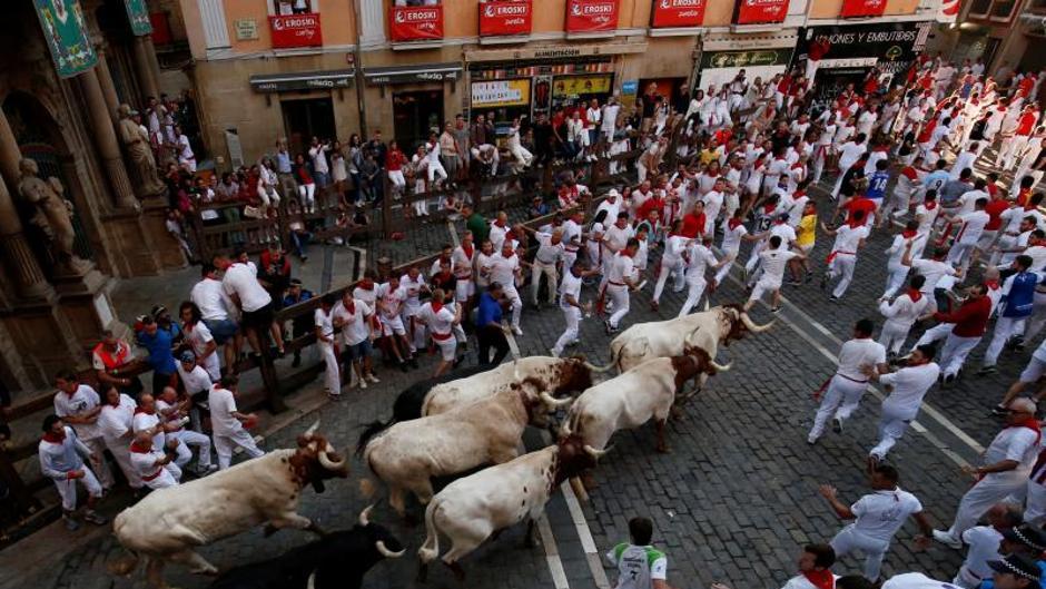 Un herido por asta de toro deja Sexto encierro de San Fermín