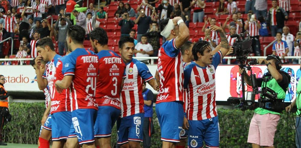 Chivas reunió a jugadores con sus barras para intercambiar puntos de vista