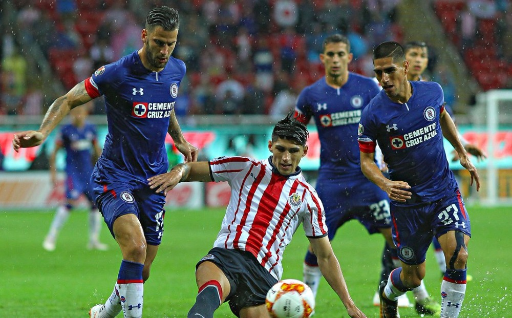 Boletos para el Cruz Azul-Chivas aumentan su precio a más del triple