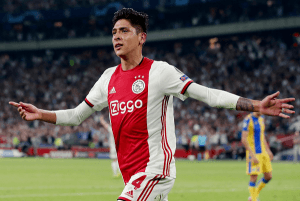 Edson Álvarez anota su primer gol con en Ajax en la Champions League